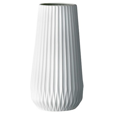 Ceramic Fluted Vase - White (5 )- 3R Studios