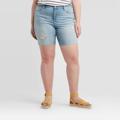 Women's Plus Size Mid-Rise Bermuda Jean Shorts - Universal Thread™ Light Wash 20W