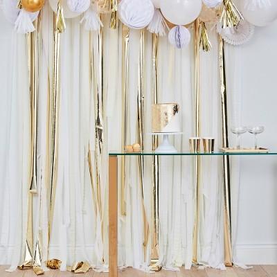 Party Backdrop Streamer Gold