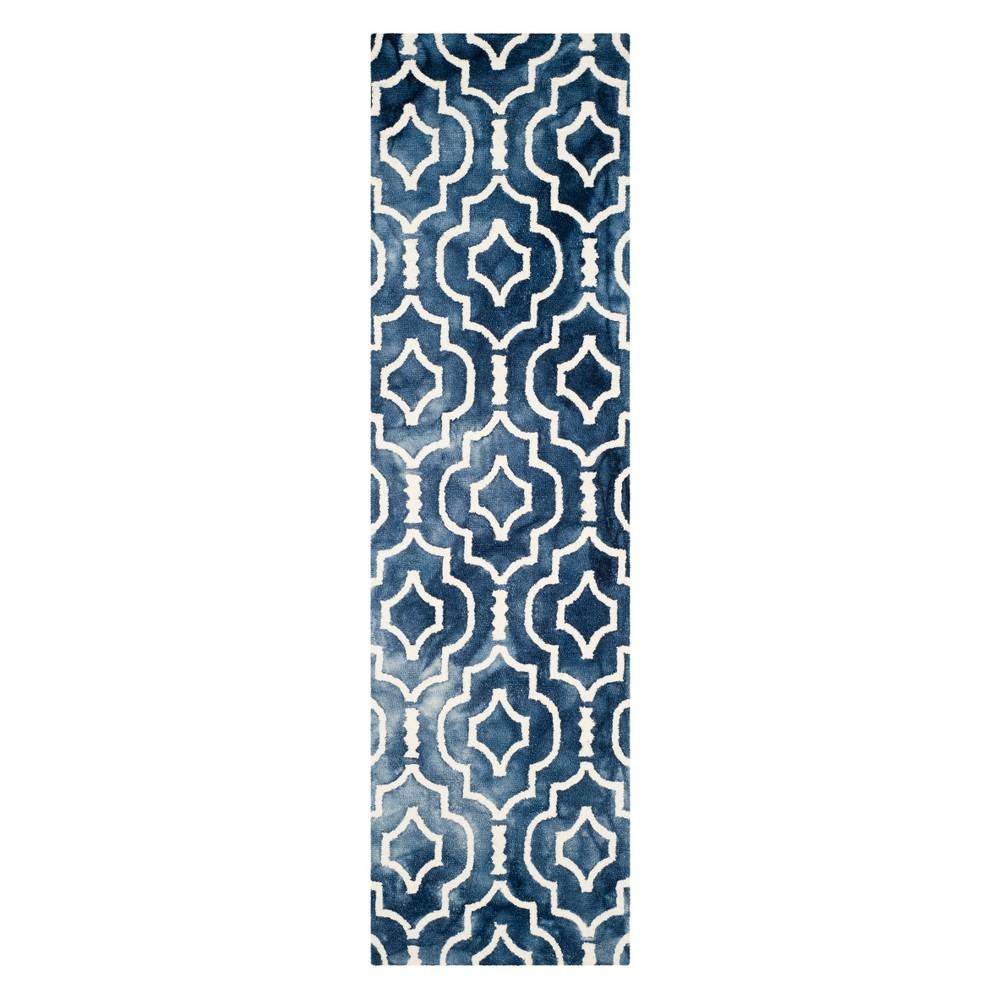 2'3X10' Quatrefoil Design Runner Navy/Ivory (Blue/Ivory) - Safavieh