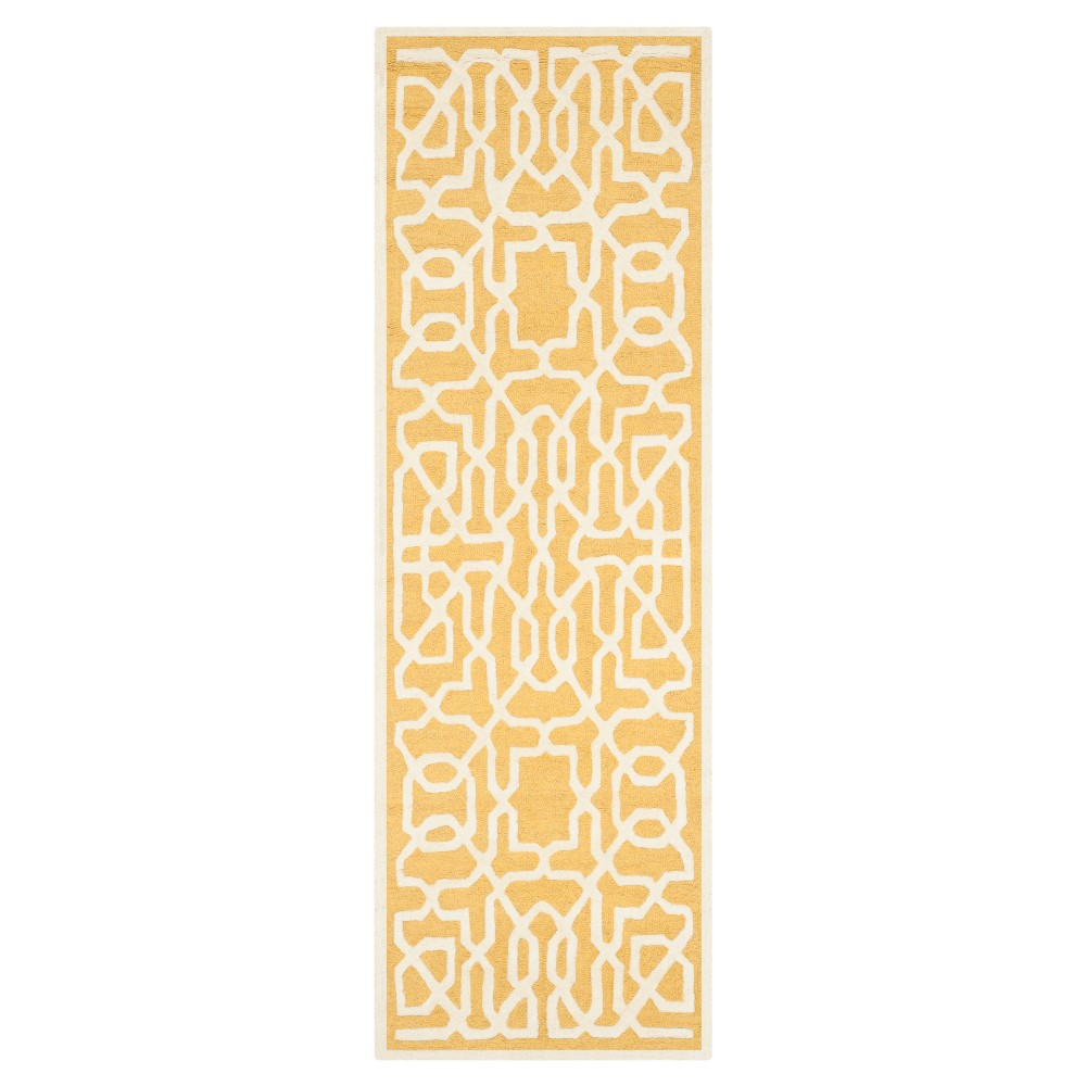 2'6X8' Geometric Runner Gold - Safavieh