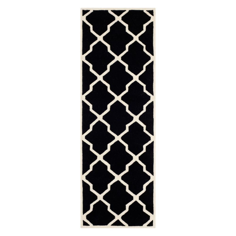 2'3X7' Quatrefoil Design Tufted Runner Black/Ivory - Safavieh