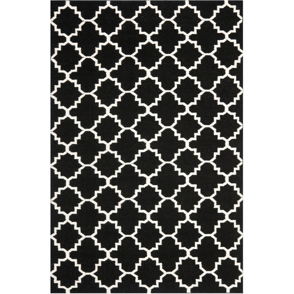 Quatrefoil Design Area Rug Black/Ivory
