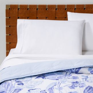 Twin/Twin Extra Long Floral Print Tufted Quilt Blue/White - Opalhouse™