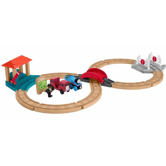 Fisher-Price Thomas & Friends Wood Racing Figure-8 Set image number null