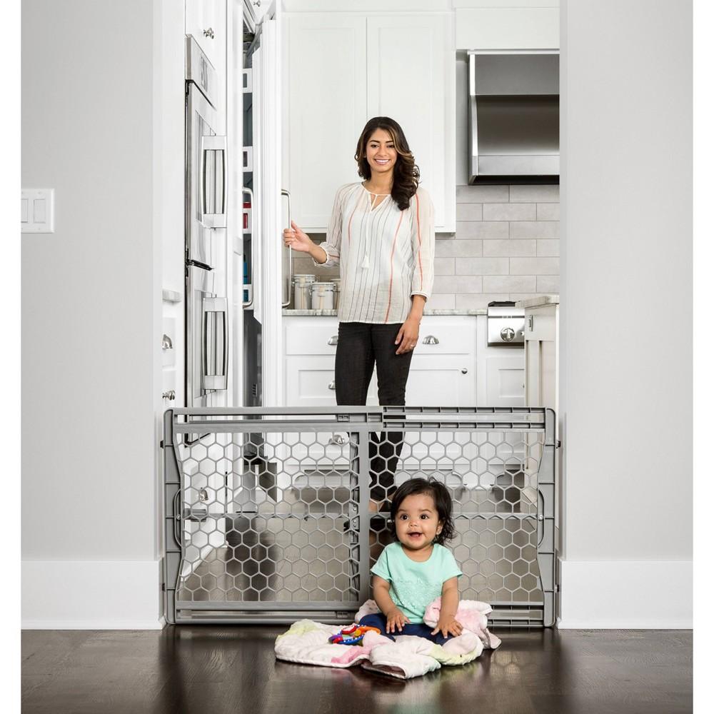 Regalo Plastic Expandable Safety Gate