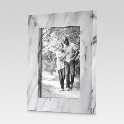 Single Image Frame Marble Finish Black & White (5 x 7 )- Threshold™