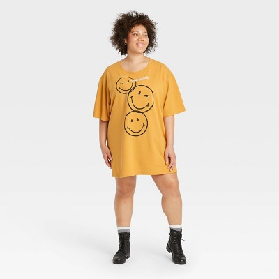 Women's SmileyWorld Short Sleeve Graphic T-Shirt Dress - Yellow