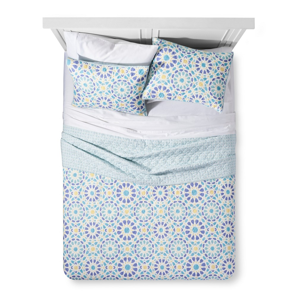 Image of Blue Medallion Quilt & Sham Set (King) - No Coast