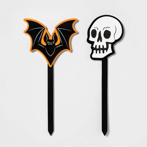 "2pc 16"" Skull and Bat Halloween Yard Stake - Hyde & EEK! Boutique™ - image 1 of 1"