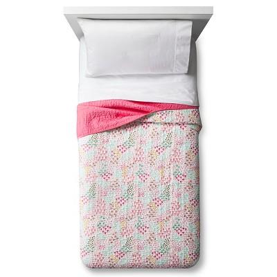 Twin Fetching Florals Quilt - Pillowfort™