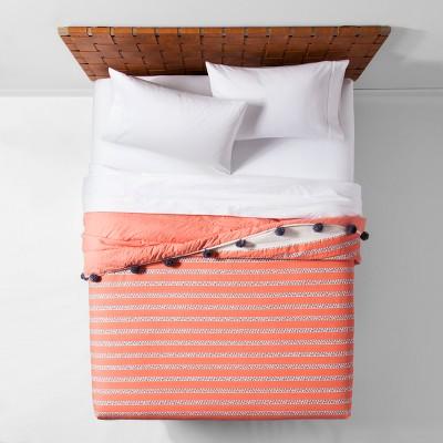 Coral Seine Pom-Pom Pom Quilt (Full/Queen)- Opalhouse™