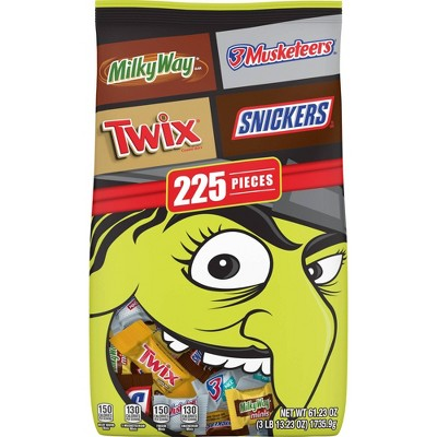 3 Musketeers, Snickers, Milky Way, Twix, Halloween Candy Variety Pack - 61.23oz/225ct