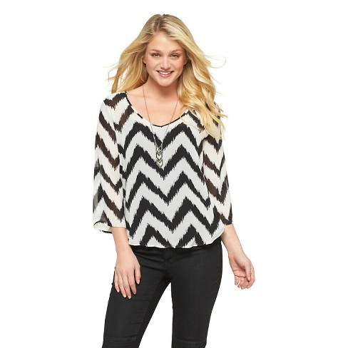 3Hearts Women's Rolled Sleeve Chevron Top (Juniors') - image 1 of 2