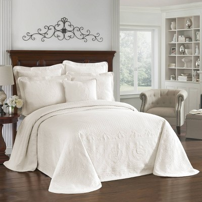 Ivory King Charles Matelasse Bedspread (Queen)- Historic Charleston