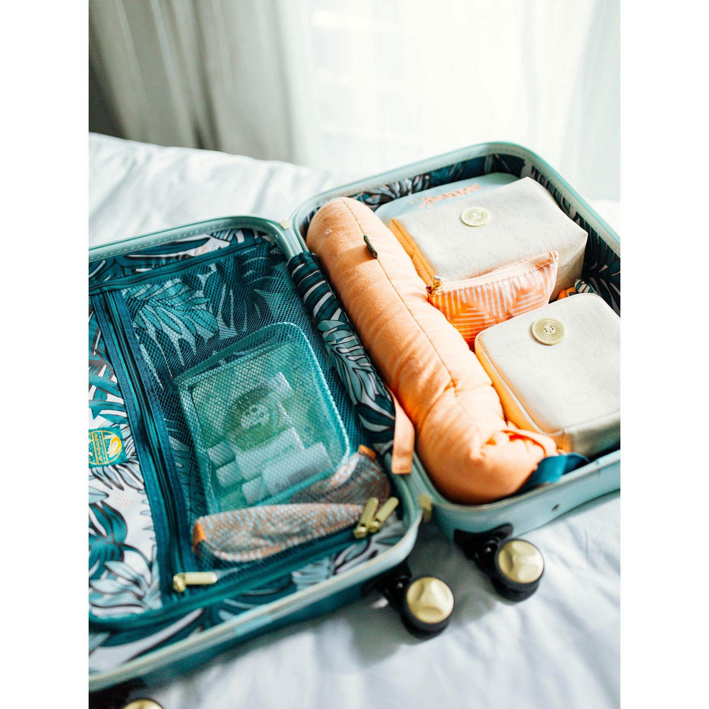 "Jungalow 20"" Hardside Carry On Suitcase - Green - image 8 of 10"
