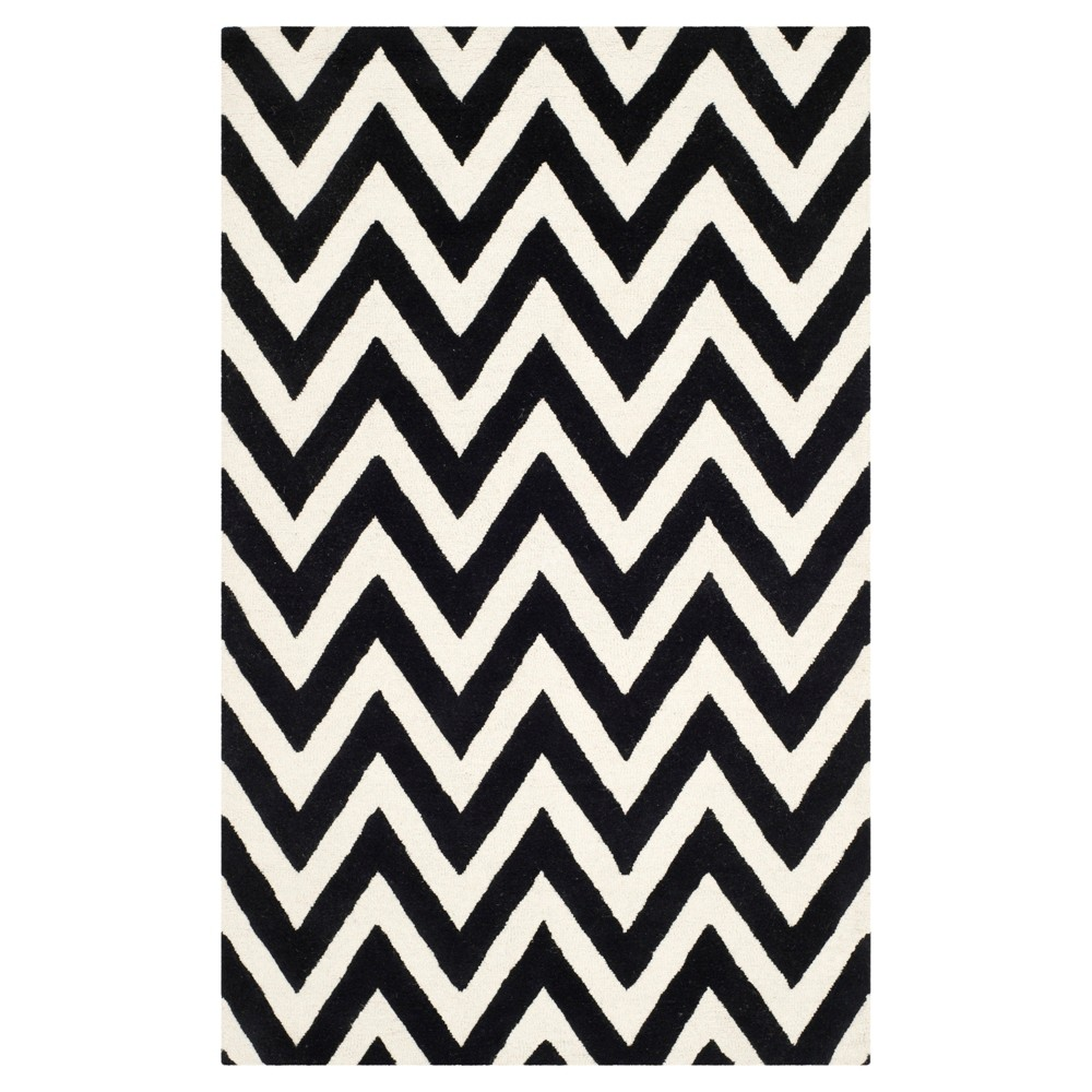 5'X8' Chevron Area Rug Black/Ivory - Safavieh