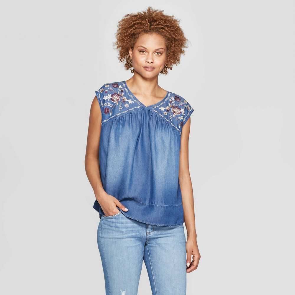 Women's 70s Shirts, Blouses, Hippie Tops Womens Short Sleeve V-Neck Top With Embroidery - Knox Rose Chambray L Blue $27.99 AT vintagedancer.com