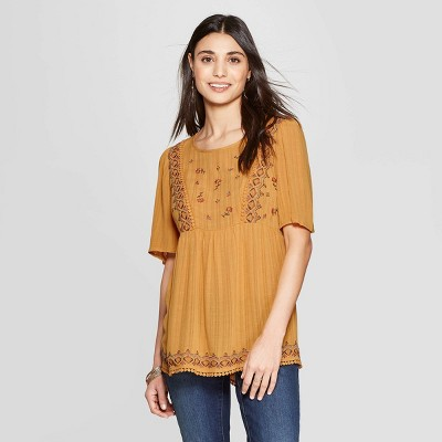 71856a698da051 Women s Short Sleeve Crewneck Top With Embroidery - Knox Rose™ Gold