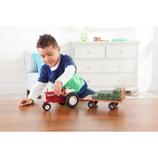 Big Farm 1:16 IH 1206 Narrow Front Tractor with Hay Wagon and Bales image number null