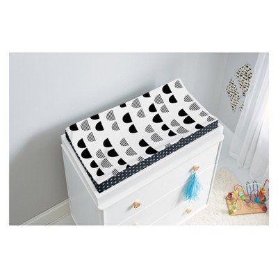 225 & Plush Changing Pad Cover Scallop - Cloud Island™ Black/White