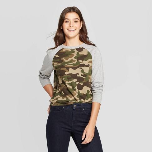 Women's Camo Print Long Sleeve Graphic T-Shirt (Juniors') - Green - image 1 of 2
