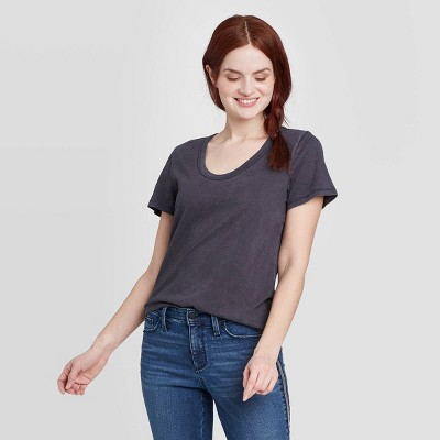 Women's Short Sleeve Scoop Neck T-Shirt - Universal Thread™