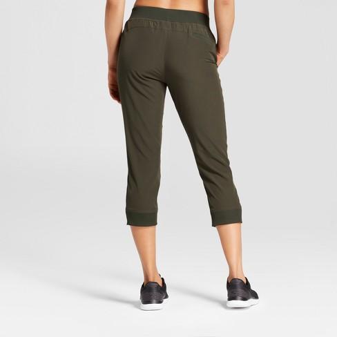 beea9939cd1 Women s Everyday Woven Mid-Rise Capri Leggings 22