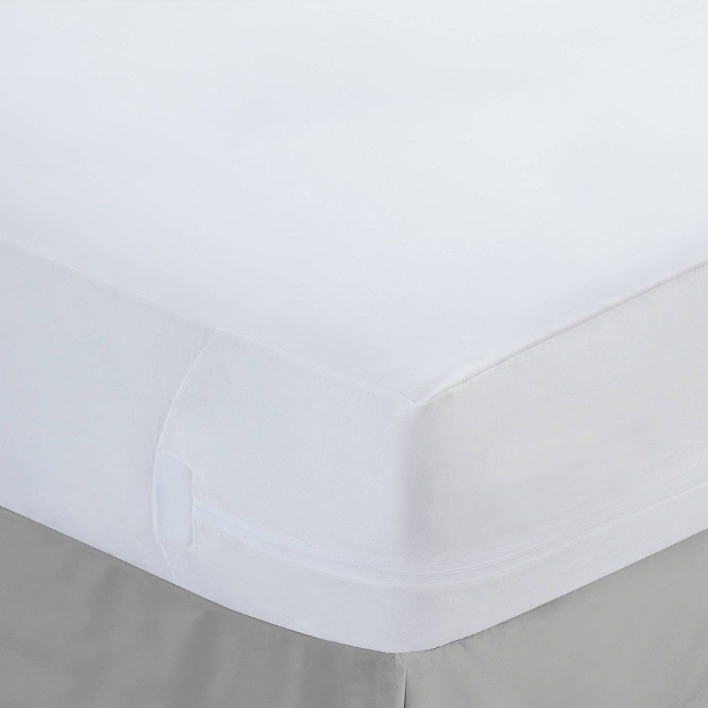 Image of California King Easy Care Mattress Protector with Bed Bug Blocker - Fresh Ideas, White