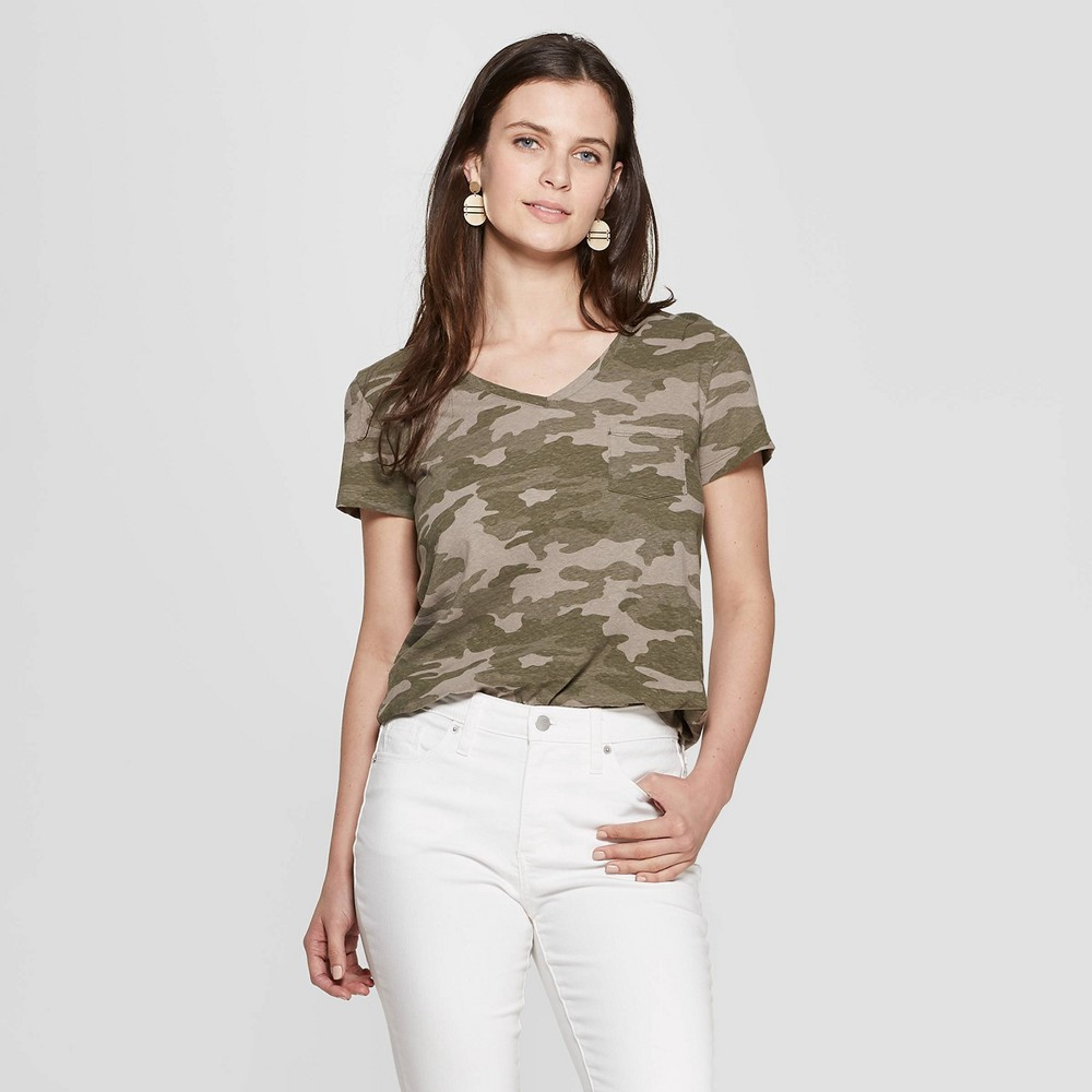 Women's Camo Print Short Sleeve V-Neck Monterey Pocket T-Shirt - Universal Thread Green XL