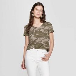 8b5e73e5 Women's Camo Print Short Sleeve V-Neck Monterey Pocket T-Shirt - Universal  Thread