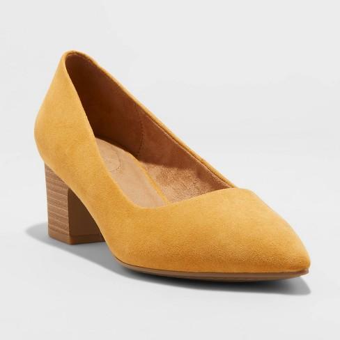 Women's Marlow Mid Block Heel Pump - Universal Thread™ - image 1 of 3