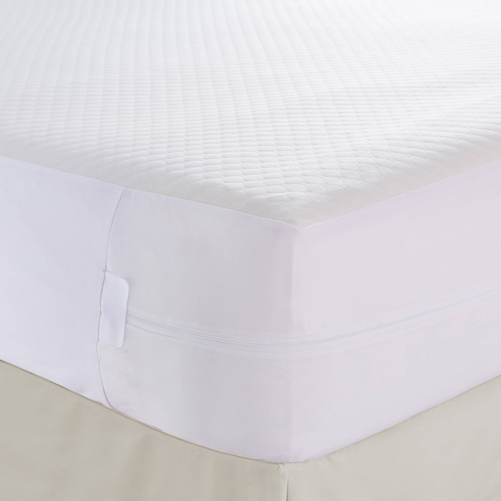 Image of California King Comfort Top Mattress Protector with Bed Bug Blocker - Fresh Ideas, White