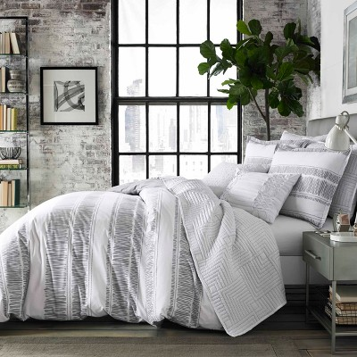 White Ziggy Comforter Set (Full/Queen)- City Scene