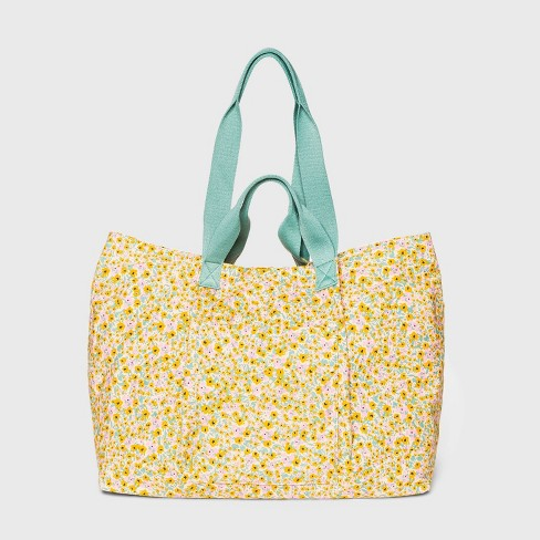 Magnetic Closure Tote Handbag - Universal Thread™ - image 1 of 3
