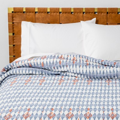Full/Queen Diamond Embroidered Quilt Blue - Opalhouse™