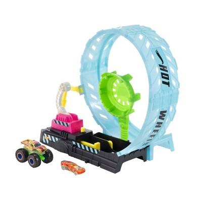 Hot Wheels Monster Trucks Glow-In-The Dark Epic Loop Challenge Playset