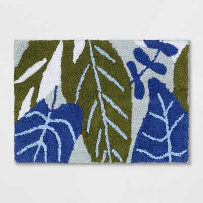 Assorted Leaves Bath Rug Mint - Room Essentials™