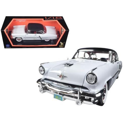 1952 Lincoln Capri White 1/18 Diecast Car Model by Road Signature