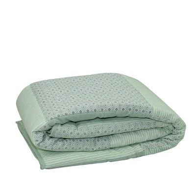"Northlight 55.5"" x 78.75"" Striped and Quatrefoil Quilted Throw Blanket - Green/White"