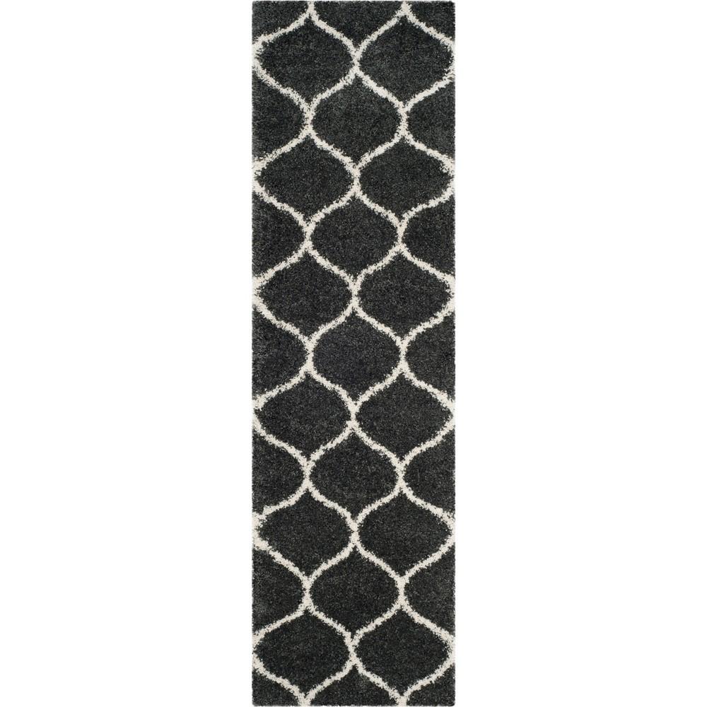 2'3X10' Quatrefoil Design Loomed Runner Dark Gray/Ivory - Safavieh