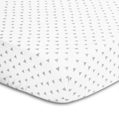 The Peanutshell Triangle Print Cotton Fitted Crib Sheet in Gray