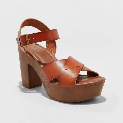 Women's Estella Faux Leather Wood Bottom Crossband Heel Pumps - Universal Thread™ - image 1 of 3