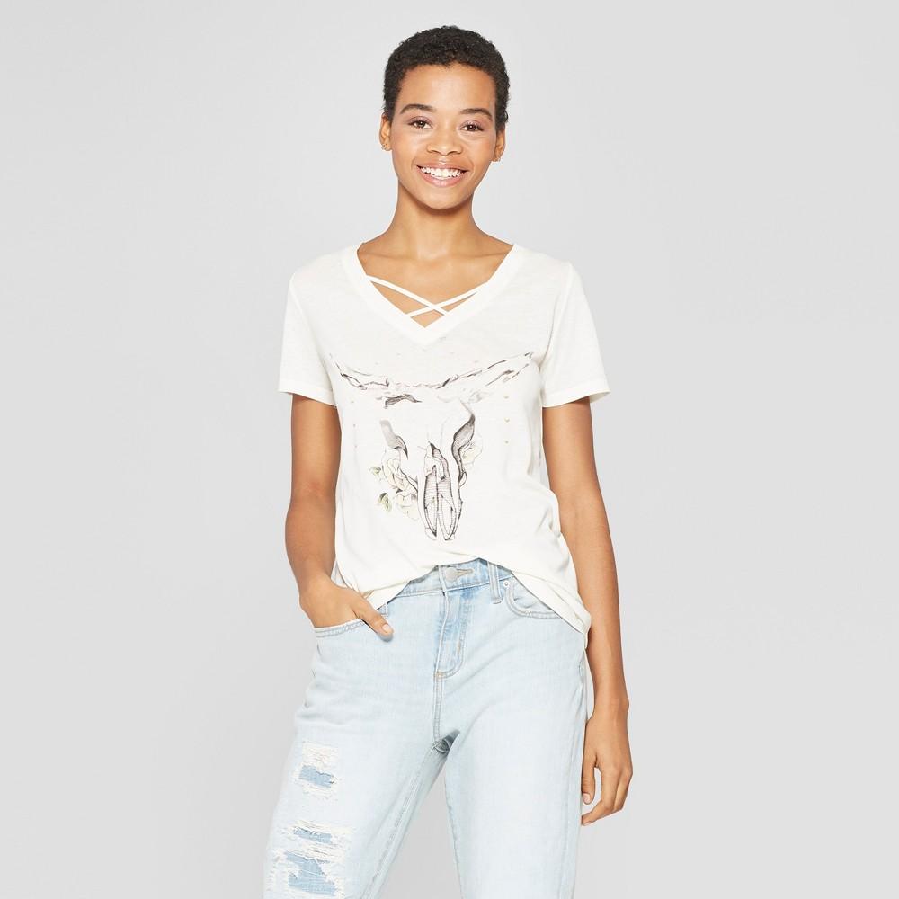 Women's Floral Print Short Sleeve Skull Graphic T-Shirt - Zoe+Liv (Juniors') - White S