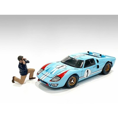 """""""Race Day 2"""" Figurine IV for 1/24 Scale Models by American Diorama"""