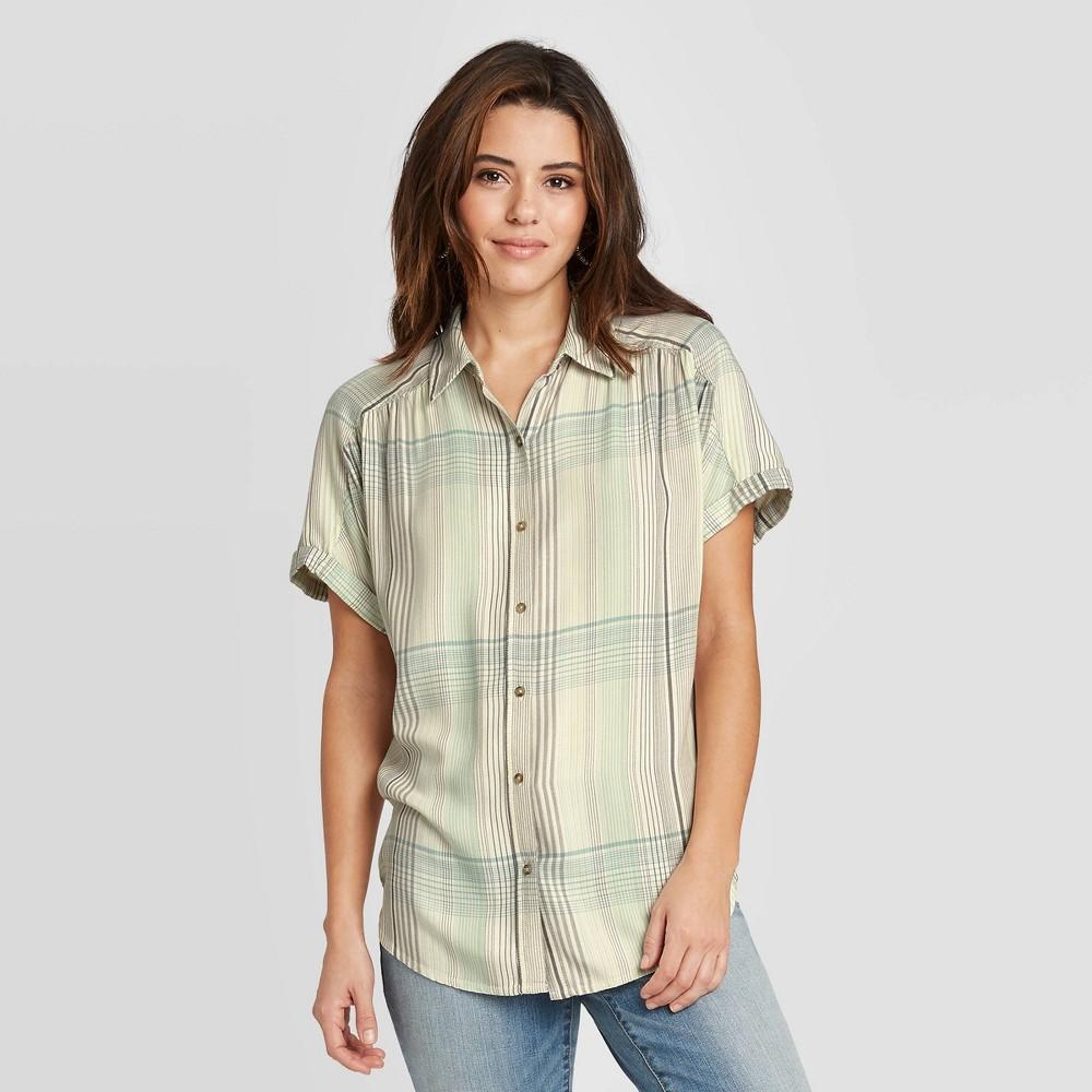Woen 39 s Plaid Short Sleeve Button Down Cap Shirt Universal Thread 8482