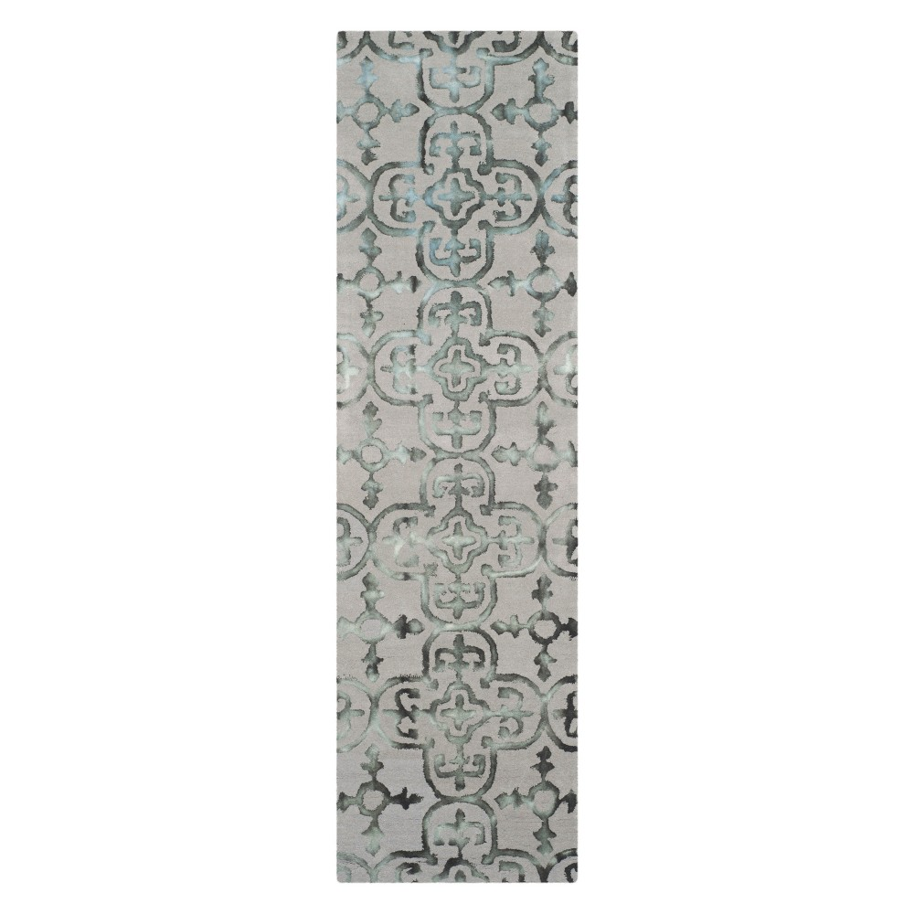 2'3X14' Medallion Runner Gray/Charcoal (Gray/Grey) - Safavieh
