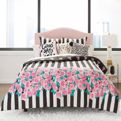 Betseyville Romantic Comforter Set