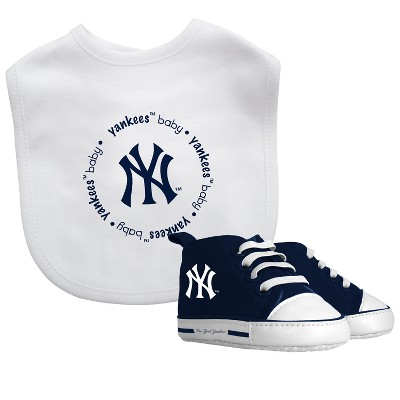 New York Yankees Bib & Prewalker Gift Set