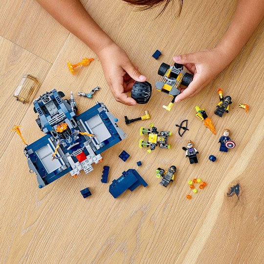 LEGO Marvel Avengers Truck Take-Down 76143 Captain America and Hawkeye Set image number null